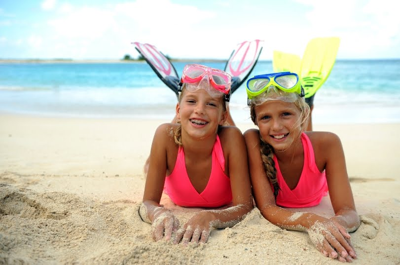 sisters bonding beach