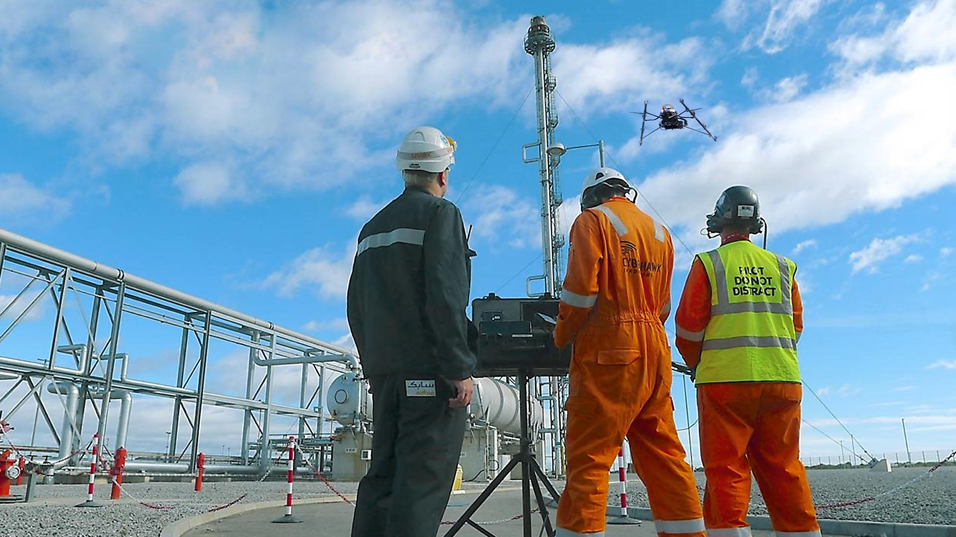 AscTec-falcon-8-inspection-safe-high-tech-drone-automation-thermal-oil-rig